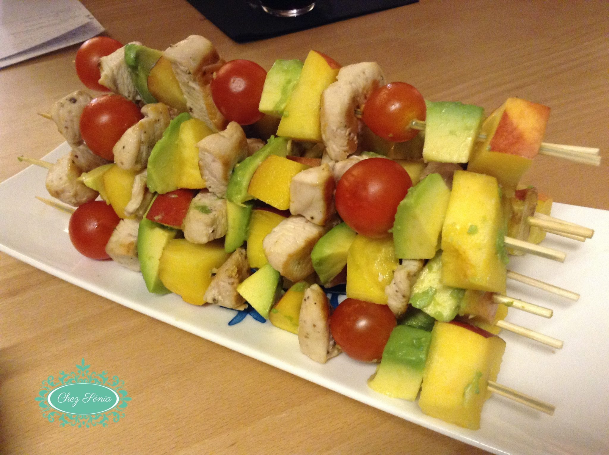 Espetadas de fruta com carne